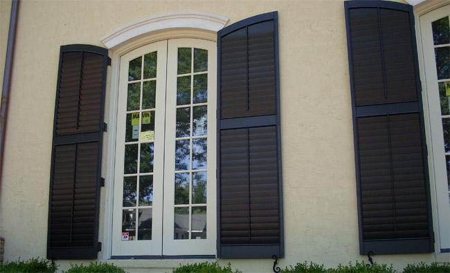 Colonial hurricane shutters